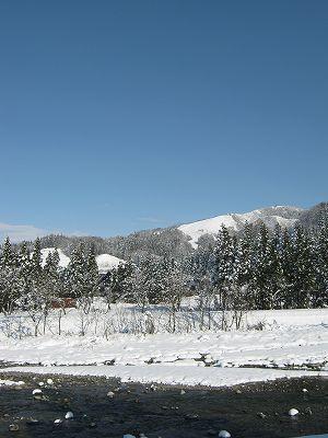 青空が広がって雪景色がきれいです@新潟県南魚沼市