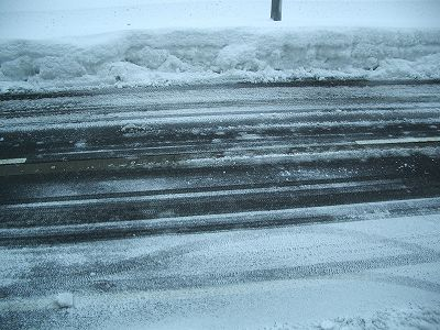 道路も凍ったままですので、今日は運転をしたくないです
