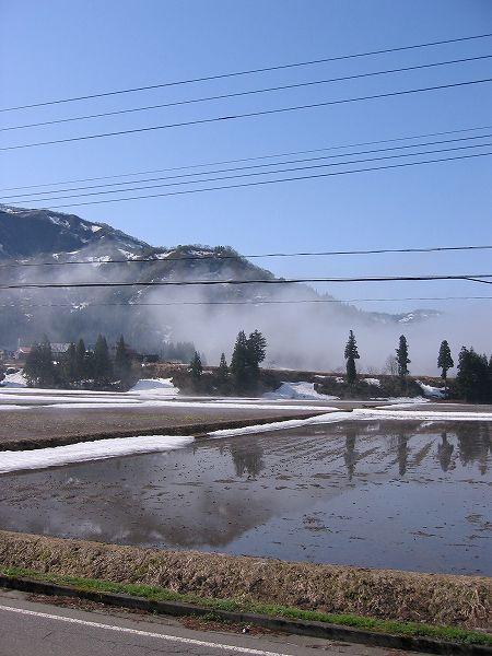 南魚沼市では霧が晴れて青空が広がっています