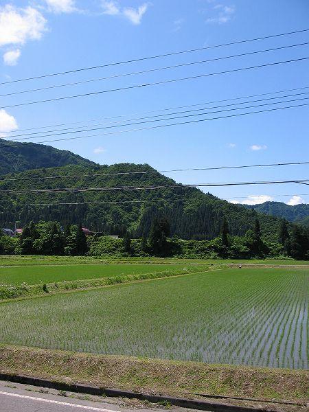 新潟県南魚沼市は青空が広がっていい天気です