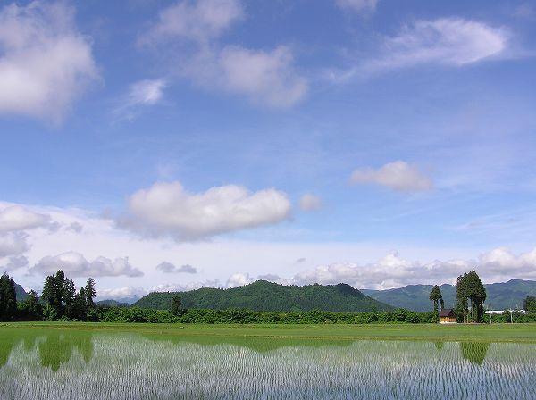 梅雨の晴れ間の青空