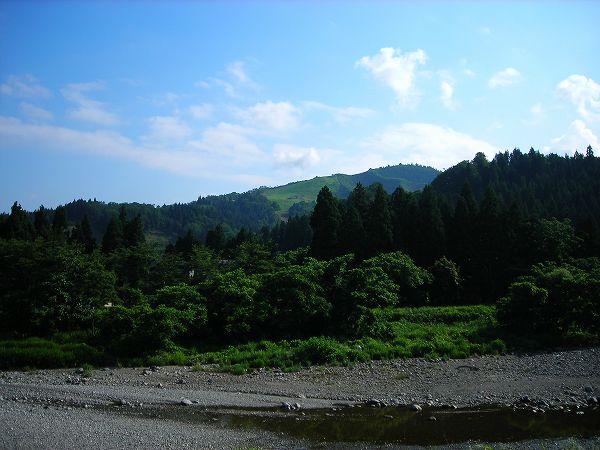 田んぼの脇の水無川