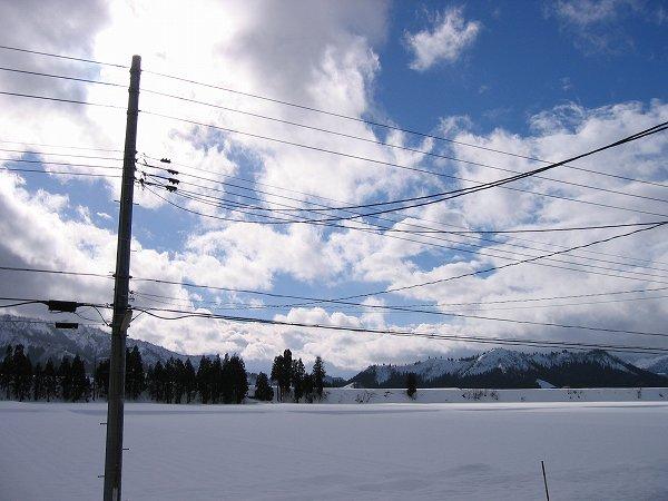 雪が降ったり青空が出たりの大晦日です