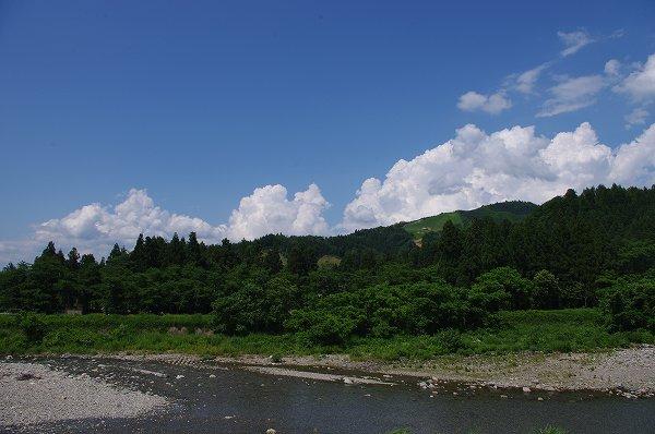 水無川からの風が心地よく感じます