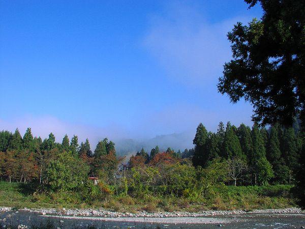霧が晴れてまぶしい朝日が・・・