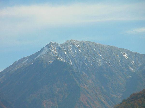 駒ケ岳の山頂にまた雪が積もりました