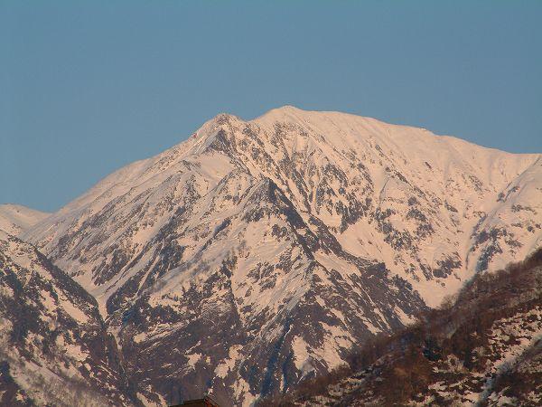 魚沼駒ケ岳でも雪解けは進んでいます