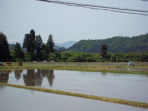 新潟県南魚沼市は朝からよく晴れて青空が広がっています