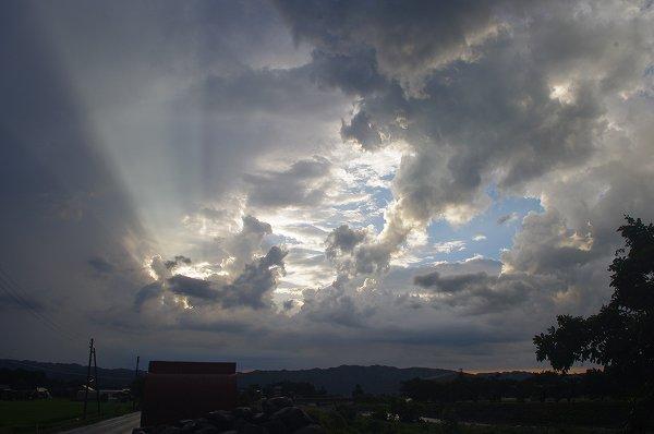 夕立が去った後の西の空