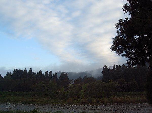 新潟県南魚沼市では秋の深まりとともに朝がだんだん寒くなってきました