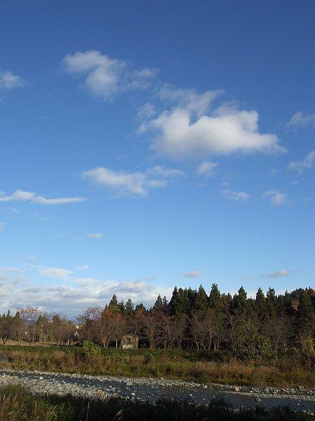 新潟県南魚沼市は青空が広がってあたたかいです