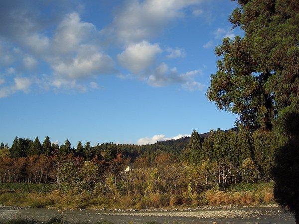 新潟県南魚沼市は青空が広がっていい天気になりました