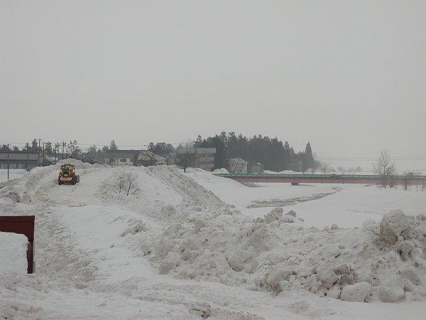 水無川の雪捨て場