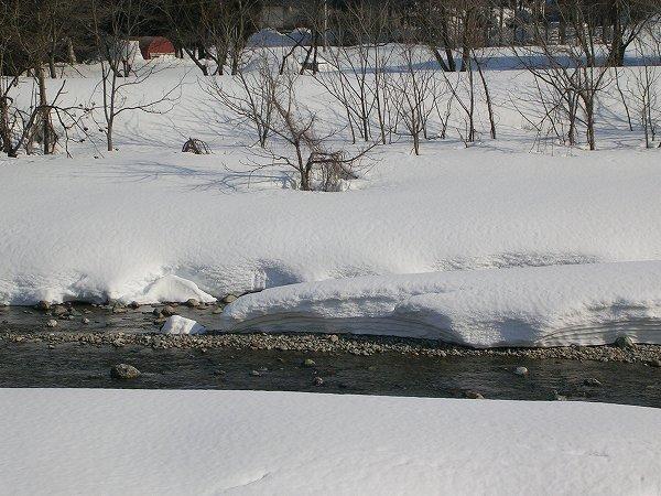 雪解け水が流れる水無川
