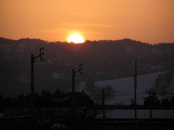 西の空に沈んでいく夕日が真っ赤できれいでした