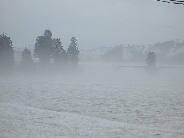 今朝の新潟県南魚沼市はくもりで気温が低いです