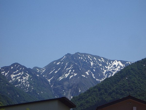 新潟県南魚沼市は気温が低いですが、快晴の青空が広がっています