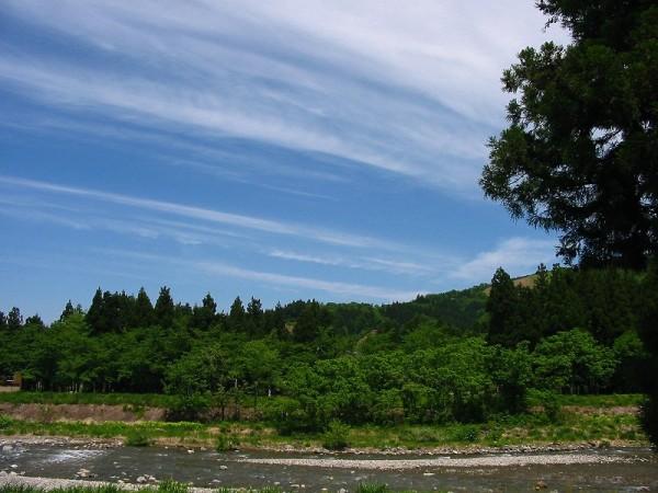 今日の水無川 ~ 新潟県南魚沼市は青空が広がっていい天気です