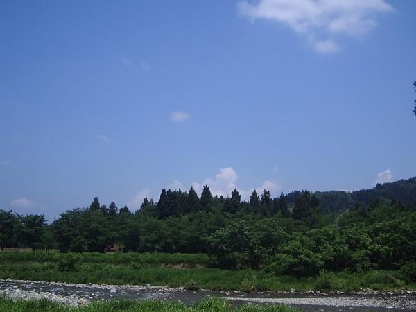 水無川からの風が窓から入ってくるので、天気のわりに過ごしやすいです