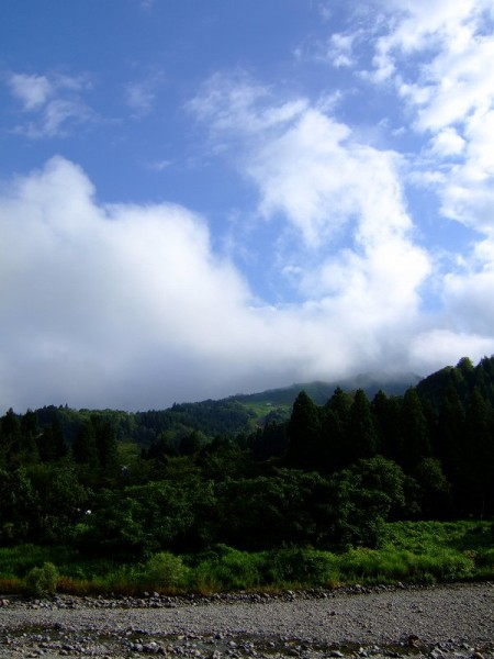 新潟県南魚沼市は雨上がりで湿度が高いです
