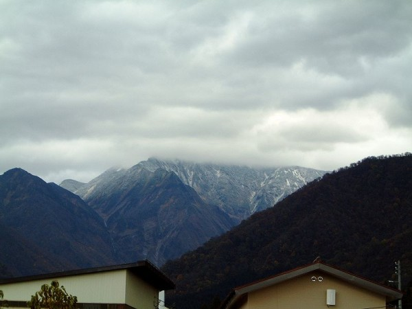 駒ケ岳の中腹まで冬が降りてきました