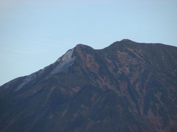 駒ケ岳の山頂の雪がかなり消えました