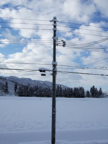 雪が止んで青空が見えてきました