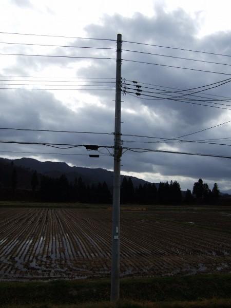 重たい雲に覆われています