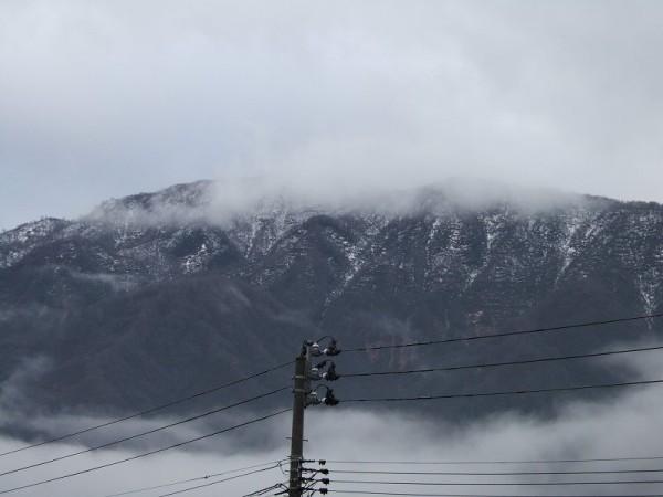 山に降った雪が減ってきました