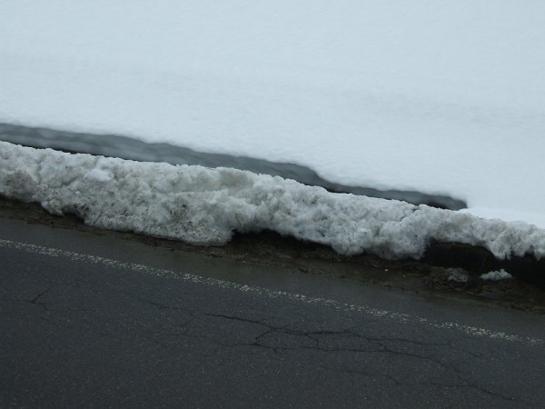 道路脇の雪はちょっとしか残っていません