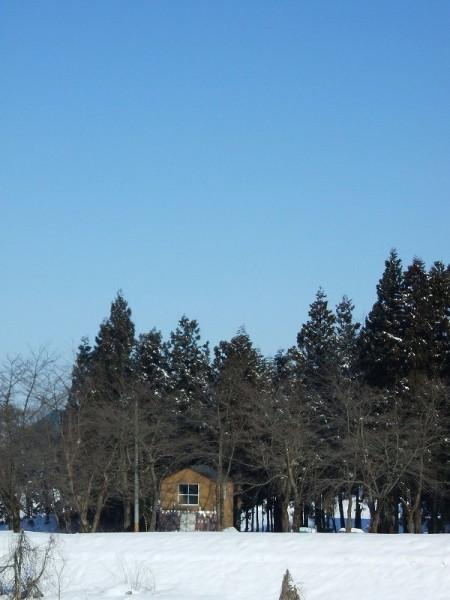 新潟県南魚沼市では澄んだ青空が広がっています
