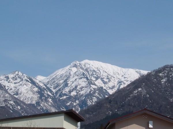 雪解けが進む魚沼駒ケ岳