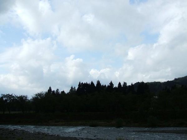 北の方角には青空が見えてきました