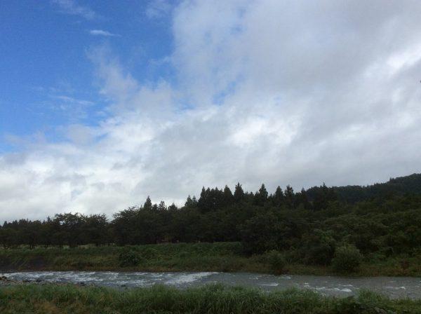 北西に青空が広がってきました
